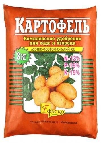 Лучшие удобрения для картофеля при посадке: какие минеральные подкормки нужно вносить в лунку, фото и видео